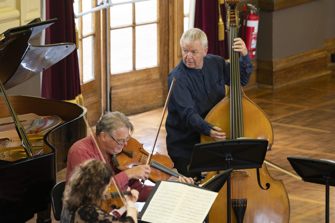 CSO musicians play violin, viola and double bass