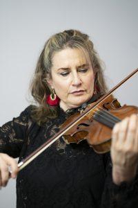 Kirsten Williams playing violin